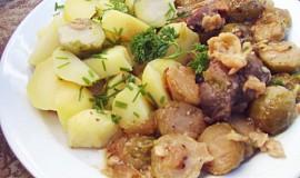 Vepřové maso zapečené s růžičkovou kapustou, česnekem a sýrem