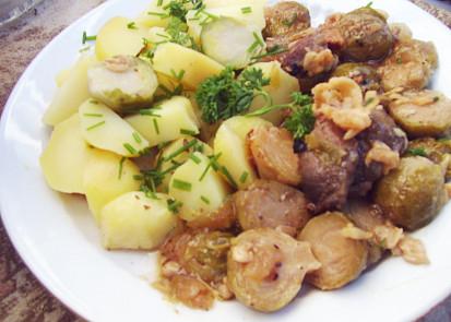 Vepřové maso zapečené s růžičkovou kapustou a sýren