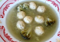 Brokolicová polévka se sýrovými knedlíčky
