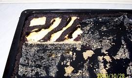 Kynutý pruhovaný koláč tří chutí