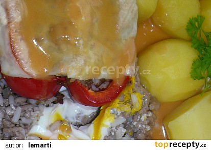 Papriky plněné masovou směsí