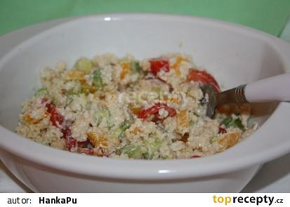 Kuskusový salát se zeleninou a medovým dresingem