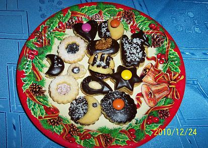 Linecké cukroví různě zdobené