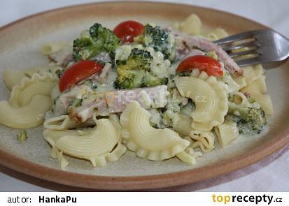 Smetanové těstoviny s brokolicí a šunkou