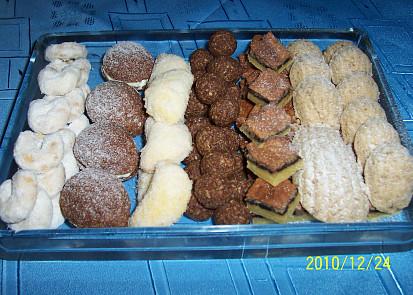 vanilkové rohlíčky-ořechy-škebličky-kuličky-oříškový koláč-pracny