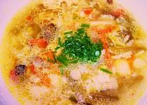 Zeleninovo- rýžová polévka v drůbežím vývaru