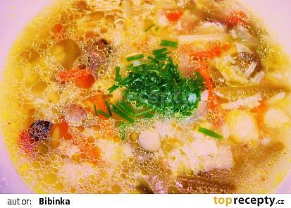 Zelenino-rýžová polévka v drůbežím vývaru