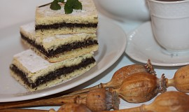Makový koláč plněný