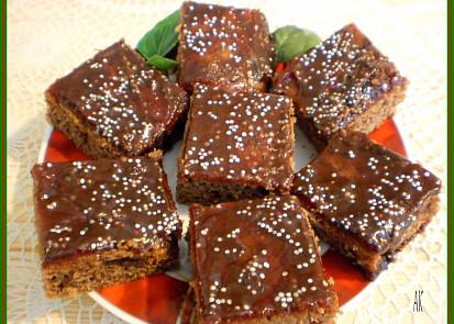 natřený rybíz.marmeládou,politý čoko.polevou a posypaný ozdobným drobením