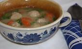 Knedlíčková polévka z játrové paštiky