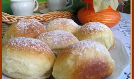 Kynuté buchty plněné marmeládou