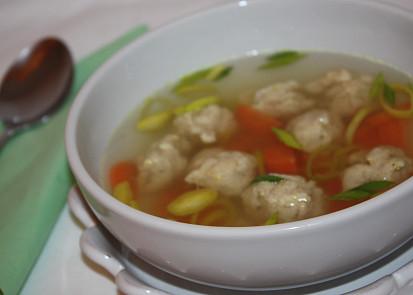 Polévka s masovými knedlíčky se zázvorem
