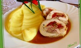 Kuřecí roláda s bazalkou, mozzarellou a sušenými rajčaty