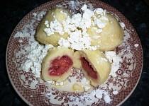 Lehké ovocné knedlíky z odpalovaného tvarohového těsta
