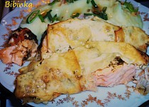 Vypečený losos s koprem a uzeným sýrem