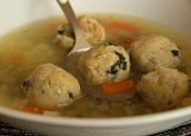 Zeleninová polévka s drožďovými noky