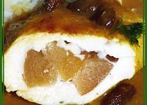 Kuřecí prsa s broskvemi v broskvích