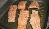 Filet z lososa s chřestem a Maltézskou omáčkou.