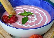 Jahodová polévka s kefírem