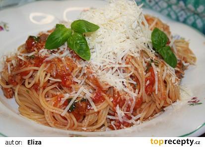 Rychlé špagety s tuňákem a rajčaty