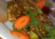 Barevné, křehké  tofu s paprikovou pastou a zeleninou