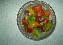 Barevný rajčatový salát