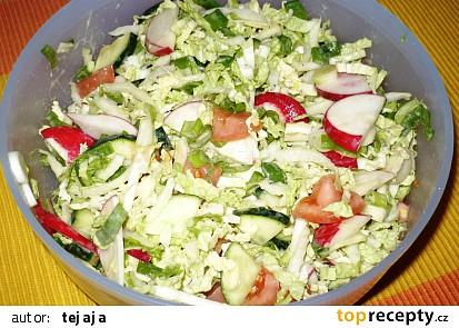 Barevný salát z pekingského zelí