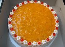 Dort mandarinkový s kytičkama a s alginátovým ovocem