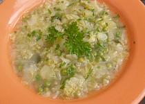 Kapustová polévka s hráškem