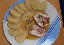 Kuřecí roláda s bramborovým knedlíkem