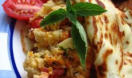 Omeleta s barevnou zeleninou