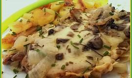 Pečené vepřové kotlety pod houbovo-sýrovou čepicí