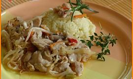 Pikantní kuřecí maso s čínským salátem