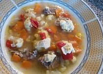Polévka s kapio-hermelínovým masíčkem