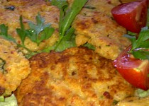 Rýžovo-pohankové smažené placičky se sýrem a klobásou