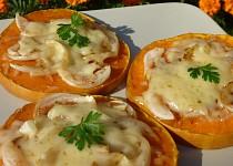 Dýně s cibulí, česnekem a sýrem