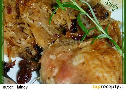 Kuře se zkaramelizovaným zelím a rozinkami