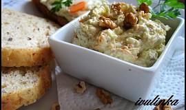 Nivová pomazánka s mrkví a ořechy