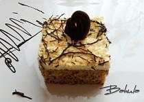 Ořechovo-ananasový koláč s pomazánkovým máslem