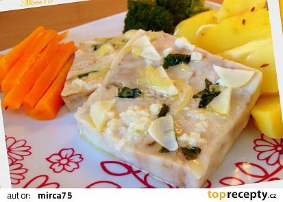 Ryba (filé) s česneko - bazalkovou chutí, zeleninovou přílohou  a dresinkem - parní hrnec