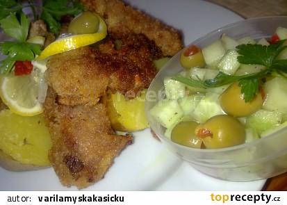 Smažená krůtí prsíčka s pikantní okurkovou salsou