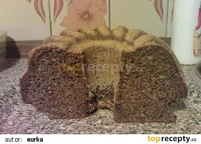Špaldová bábovka s mákem a vlašskými ořechy