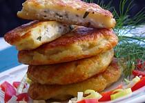 Bramborové placičky se sýrovo bylinkovou náplní