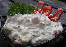 Brokolicový salát s balkánským sýrem a zakysanou smetanou