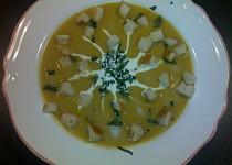 Dýňová polévka s chilli krutony
