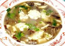 Houbovo - fazolková polévka se sýrovými nočky