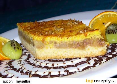Jablečný koláč se zálivkou ze zakysané smetany