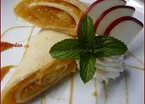 Kokosové palačinky s jablečnou náplní