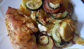 Kuřecí kapsa na bramborách a cuketě