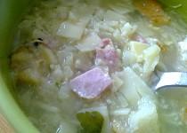 Květáková polévka s uzeným masem a flíčkama
